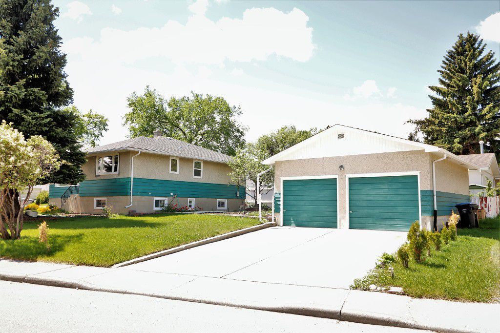 Main Photo: 6035 Thornburn Drive NW: Calgary House for sale : MLS®# c4115437
