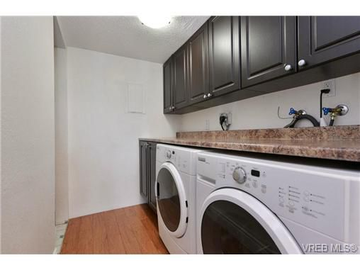 Main Photo: 6 840 Craigflower Road in VICTORIA: Es Kinsmen Park Residential for sale (Esquimalt)  : MLS®# 351133
