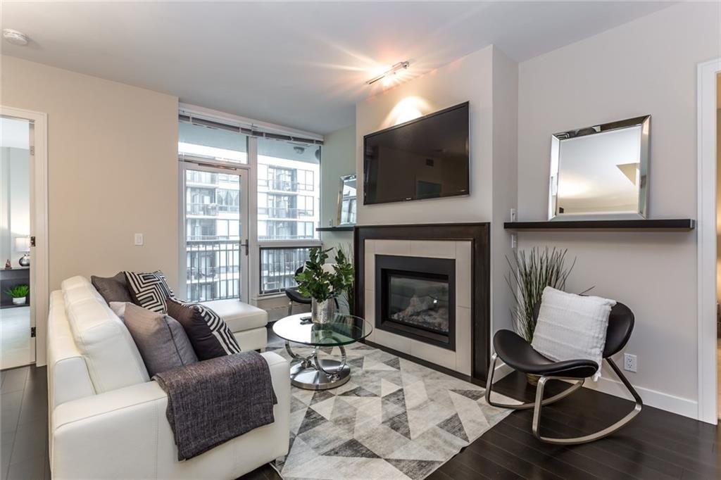Main Photo: 411 222 Riverfront Avenue SW in Calgary: Eau Claire Condo for sale : MLS®# C4167526