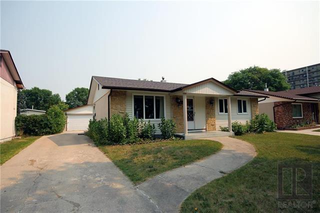 Main Photo: 255 Mapleglen Drive in Winnipeg: Maples Residential for sale (4H)  : MLS®# 1822203