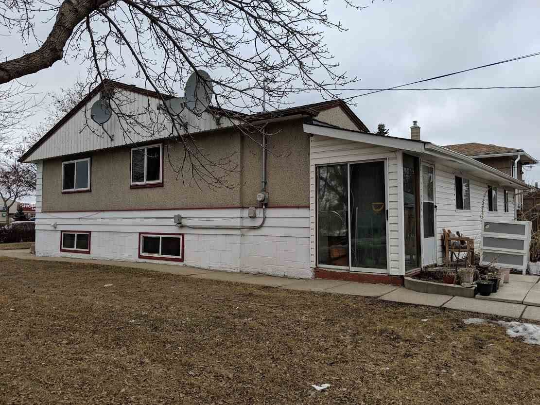 Main Photo: 11203 Groat Road NW in Edmonton: Zone 07 House for sale : MLS®# E4149159