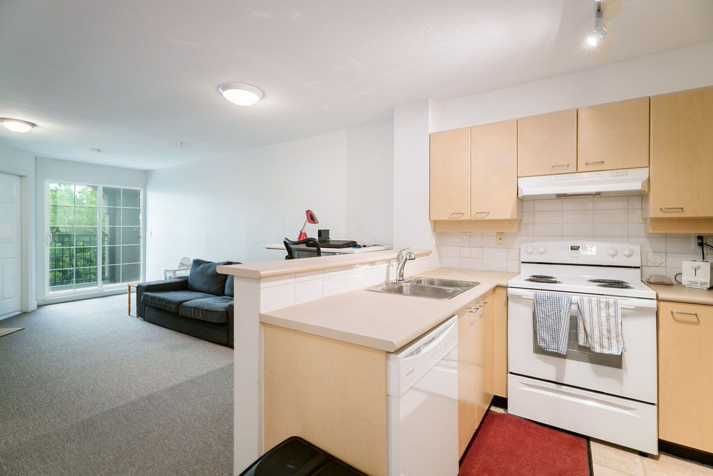 "Main Photo: 305 1989 DUNBAR Street in Vancouver: Kitsilano Condo for sale in ""SONESTA"" (Vancouver West)  : MLS®# R2380994"