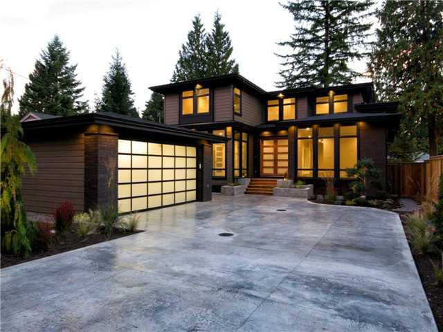 Main Photo: 1063 BELVEDERE Drive in North Vancouver: Canyon Heights NV House for sale : MLS®# V985753