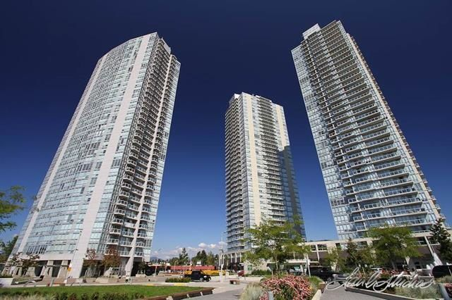 """Main Photo: 2201 9981 WHALLEY Boulevard in Surrey: Whalley Condo for sale in """"PARK PLACE"""" (North Surrey)  : MLS®# R2117165"""