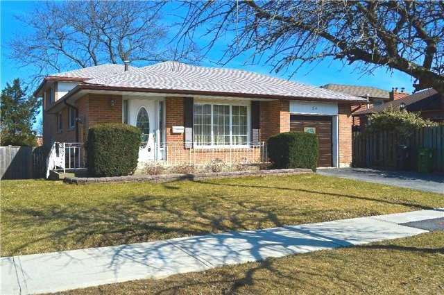 Main Photo: 34 Chillery Avenue in Toronto: Eglinton East House (Backsplit 4) for sale (Toronto E08)  : MLS®# E3757375