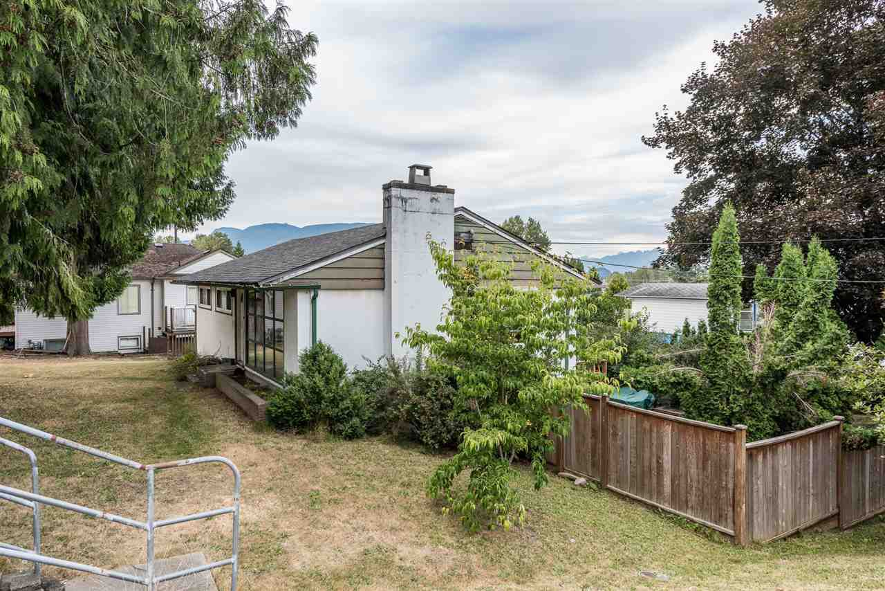 Photo 4: Photos: 1901 PITT RIVER Road in Port Coquitlam: Mary Hill House for sale : MLS®# R2190398