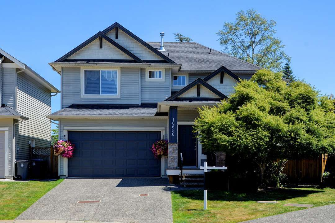 Main Photo: 16656 59A AVENUE in Surrey: Cloverdale BC House for sale (Cloverdale)  : MLS®# R2185768