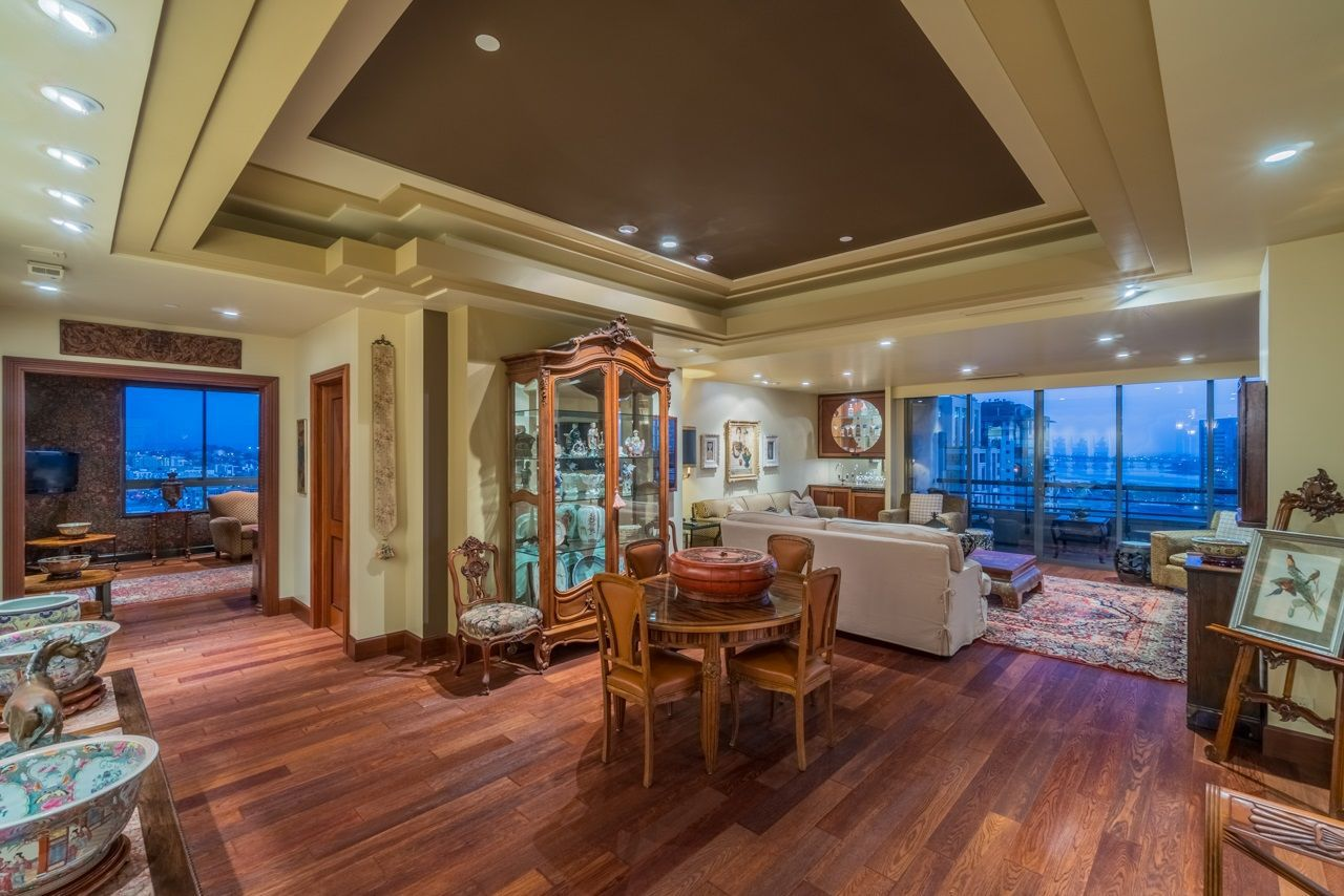 Main Photo: DOWNTOWN Condo for sale : 2 bedrooms : 700 Front St #1601 in San Diego