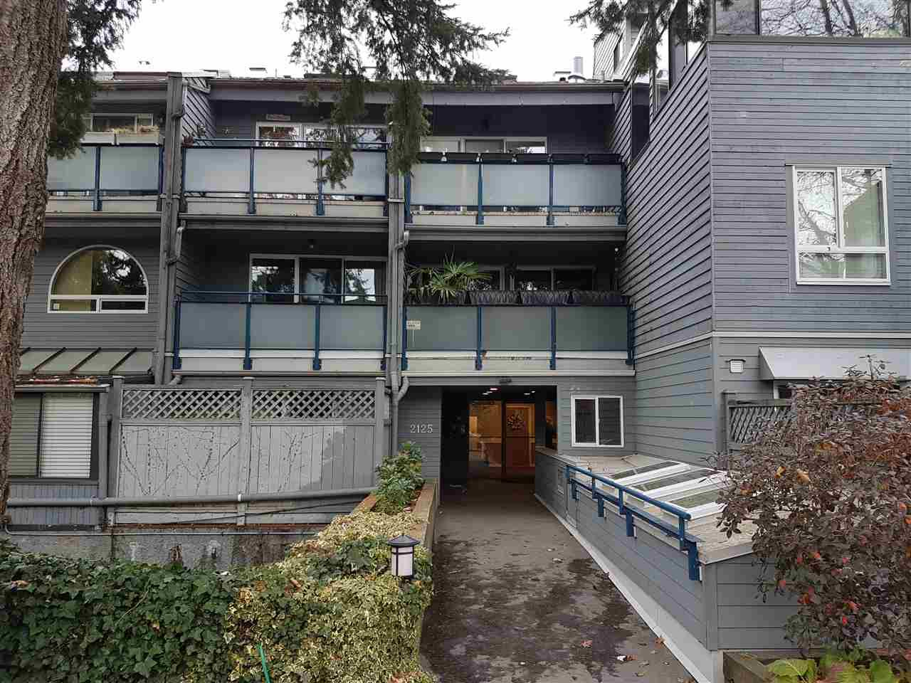 Main Photo: 203 2125 YORK Avenue in Vancouver: Kitsilano Condo for sale (Vancouver West)  : MLS®# R2224246