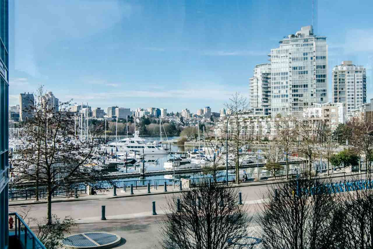 "Main Photo: 306 1067 MARINASIDE Crescent in Vancouver: Yaletown Condo for sale in ""QUAY WEST"" (Vancouver West)  : MLS®# R2353564"