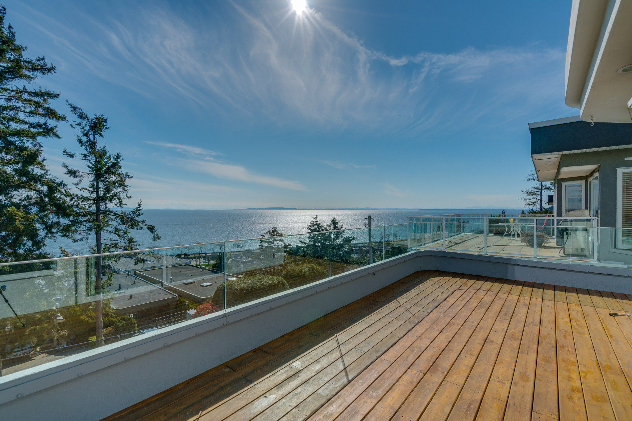 "Main Photo: 14837 PROSPECT Avenue: White Rock House for sale in ""WHITE ROCK"" (South Surrey White Rock)  : MLS®# R2365629"