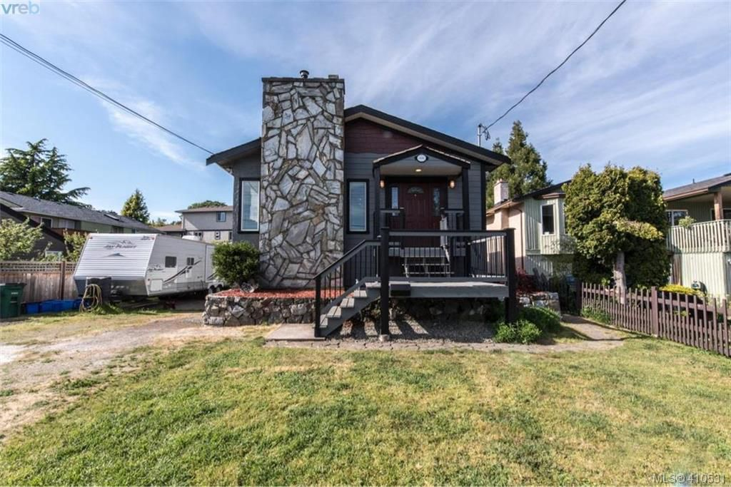 Main Photo: 888 Beckwith Avenue in VICTORIA: SE Lake Hill Single Family Detached for sale (Saanich East)  : MLS®# 410531
