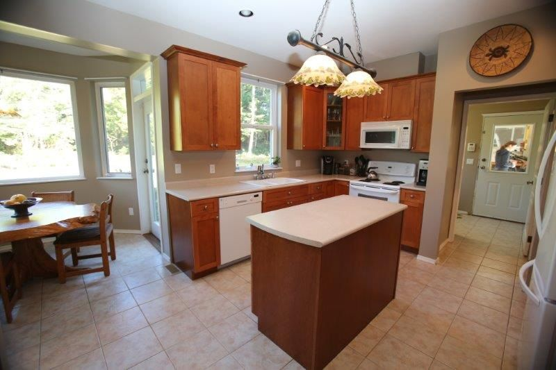 Photo 8: Photos: 5980 SECHELT INLET Road in Sechelt: Sechelt District House for sale (Sunshine Coast)  : MLS®# R2045230