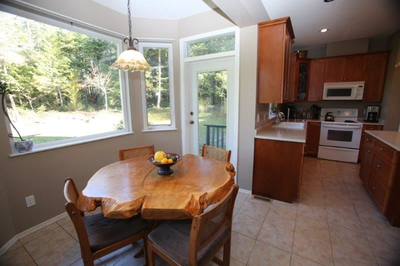 Photo 9: Photos: 5980 SECHELT INLET Road in Sechelt: Sechelt District House for sale (Sunshine Coast)  : MLS®# R2045230