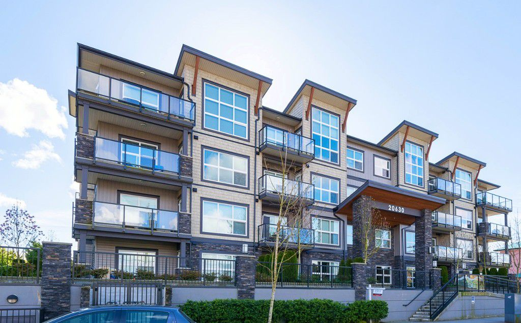 "Main Photo: 407 20630 DOUGLAS Crescent in Langley: Langley City Condo for sale in ""BLU"" : MLS®# R2049078"