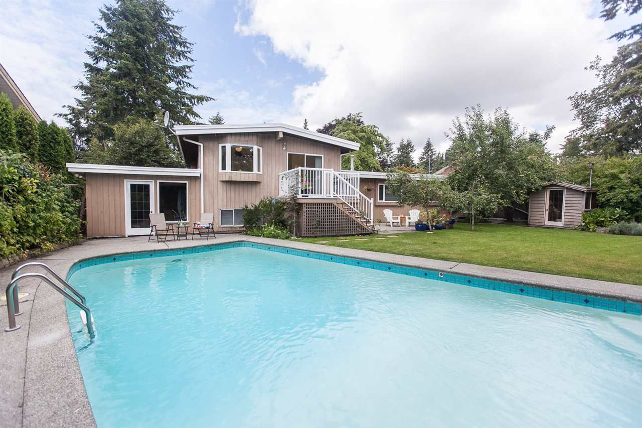 "Main Photo: 6570 KNIGHT Drive in Delta: Sunshine Hills Woods House for sale in ""Sunshine Hills"" (N. Delta)  : MLS®# R2091897"