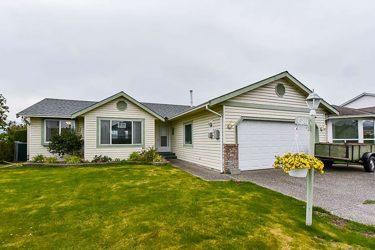 Main Photo: 45240 BLUEJAY Avenue in Sardis: Sardis West Vedder Rd House for sale : MLS®# R2112379