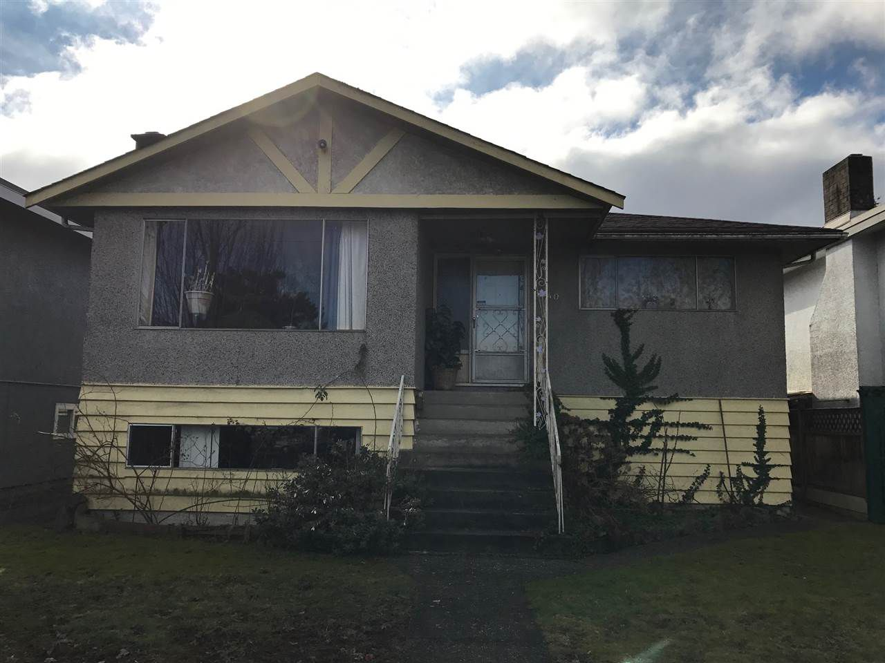 Main Photo: 3240 E 1ST Avenue in Vancouver: Renfrew VE House for sale (Vancouver East)  : MLS®# R2136924
