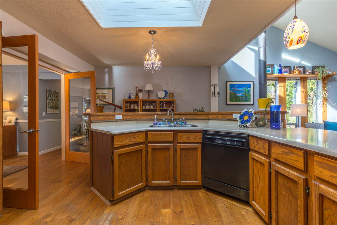 Photo 6: Photos: 7791 LOHN Road in Halfmoon Bay: Halfmn Bay Secret Cv Redroofs House for sale (Sunshine Coast)  : MLS®# R2139778