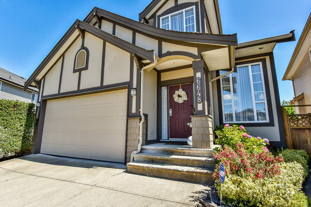 "Main Photo: 6648 187A Street in Surrey: Cloverdale BC House for sale in ""HILLCREST ESTATES"" (Cloverdale)  : MLS®# R2208252"