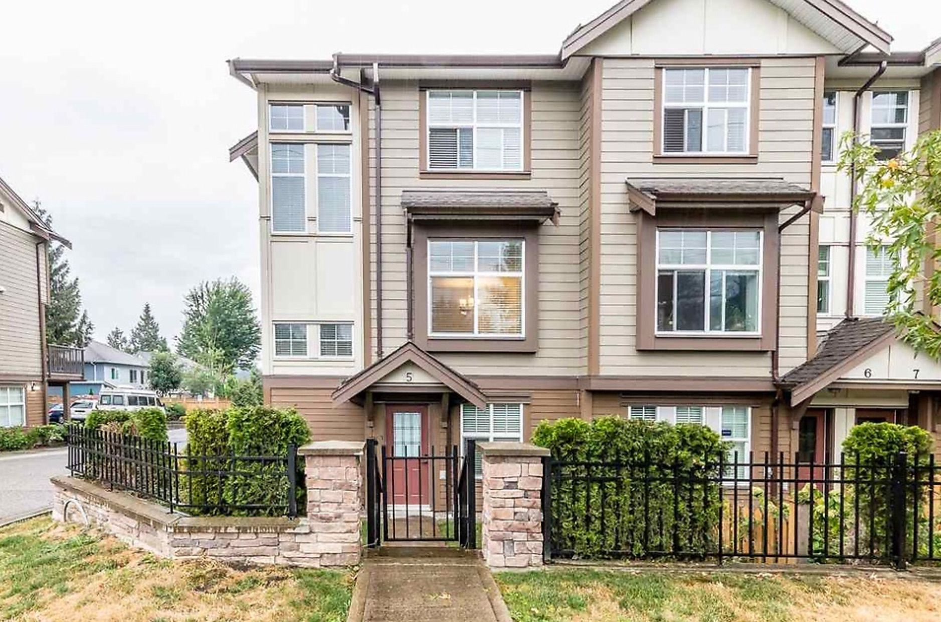 Main Photo: 5 33860 Marshall Road in Abbotsford: Townhouse for sale