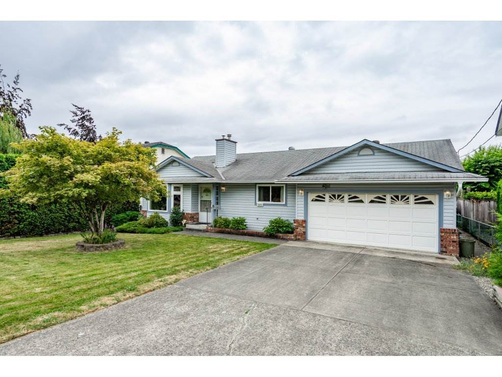 Main Photo: 3265 275 Street in Langley: Aldergrove Langley House for sale : MLS®# R2295724