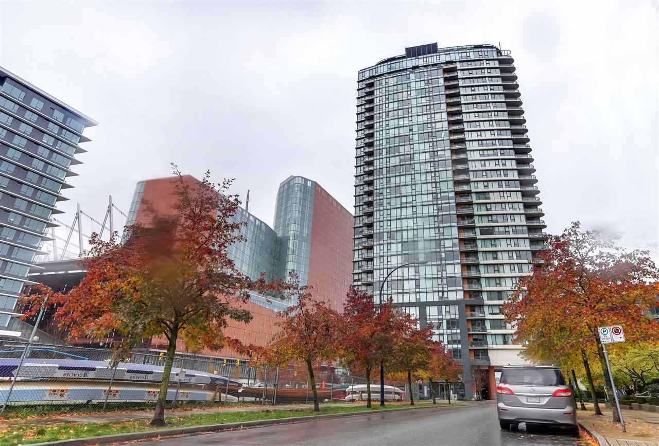 "Main Photo: 907 33 SMITHE Street in Vancouver: Yaletown Condo for sale in ""COOPERS LOOKOUT"" (Vancouver West)  : MLS®# R2348184"