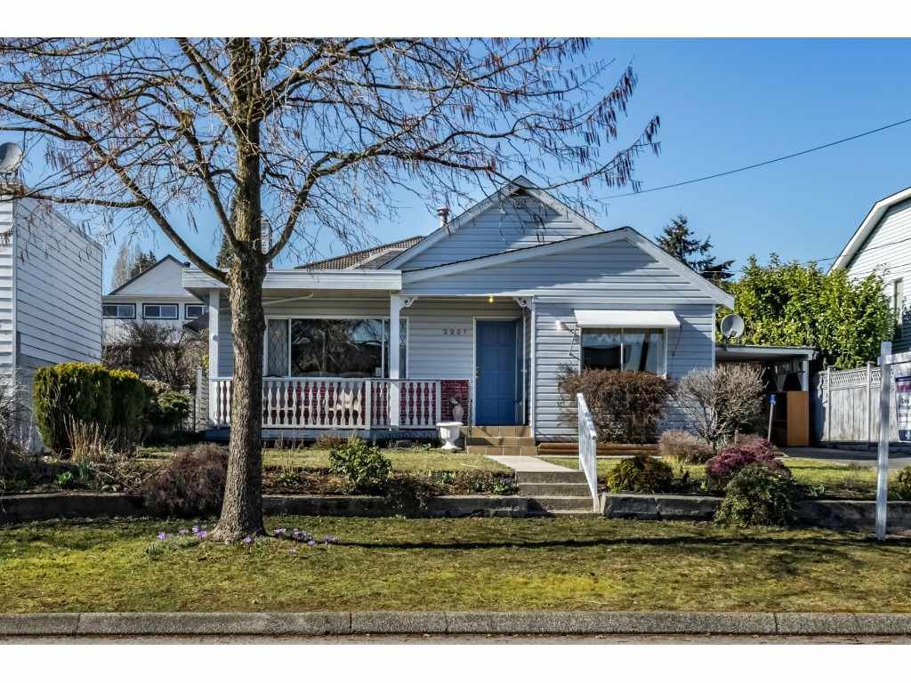 Main Photo: 2227 EDINBURGH Street in New Westminster: Connaught Heights House for sale : MLS®# R2348644