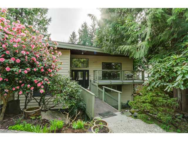 """Main Photo: 275 E BRAEMAR Road in North Vancouver: Upper Lonsdale House for sale in """"UPPER LONSDALE"""" : MLS®# V1110480"""