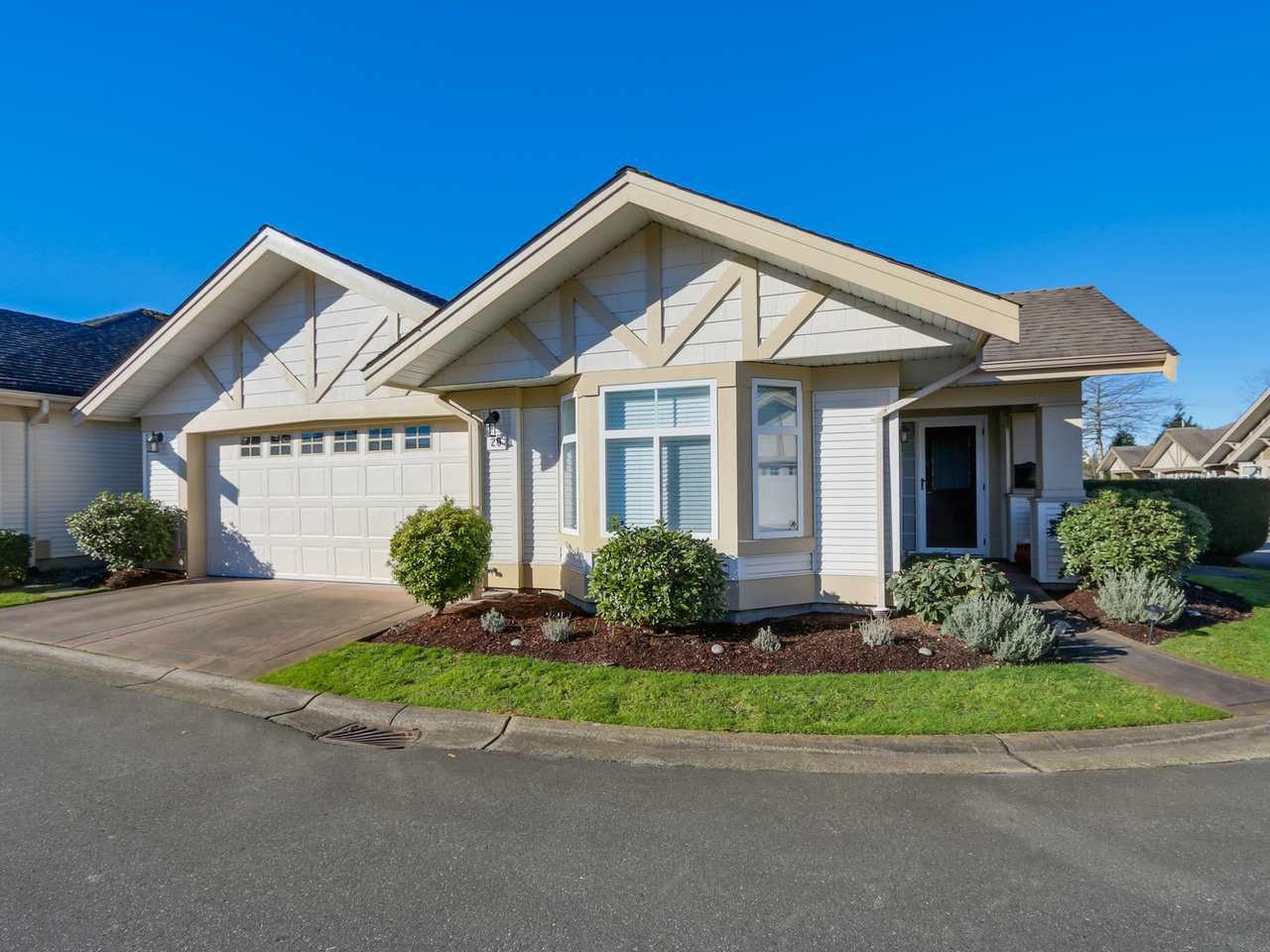 """Main Photo: 20 8555 209 Street in Langley: Walnut Grove Townhouse for sale in """"AUTUMN WOOD"""" : MLS®# R2038224"""