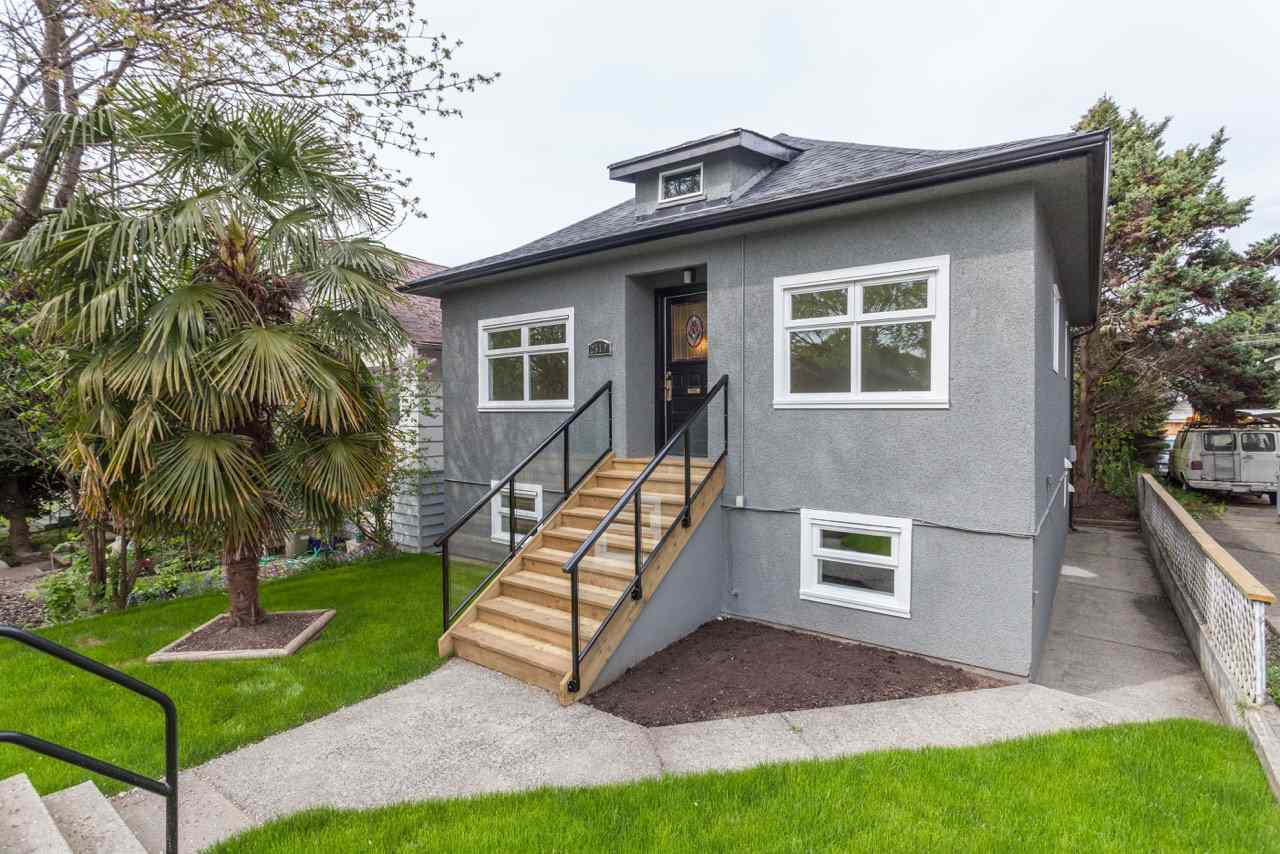Main Photo: 2519 DUNDAS Street in Vancouver: Hastings East House for sale (Vancouver East)  : MLS®# R2061769