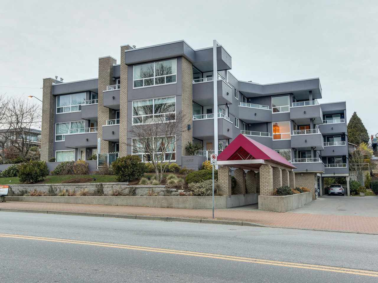 "Main Photo: 204 15717 MARINE Drive: White Rock Condo for sale in ""PACIFIC SANDS"" (South Surrey White Rock)  : MLS®# R2130824"
