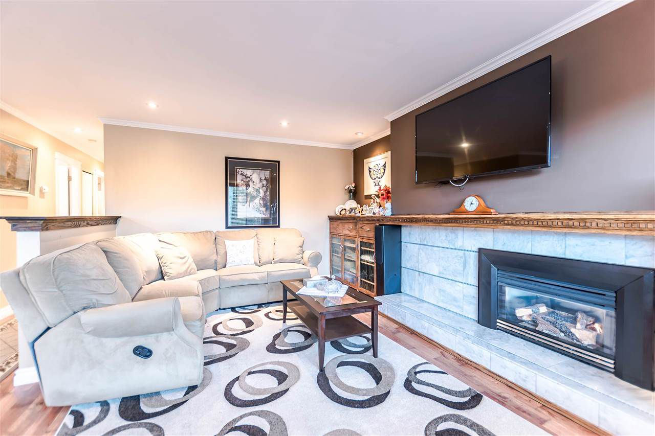 """Main Photo: 2046 BOWLER Drive in Surrey: King George Corridor House 1/2 Duplex for sale in """"King George Corridor"""" (South Surrey White Rock)  : MLS®# R2247928"""