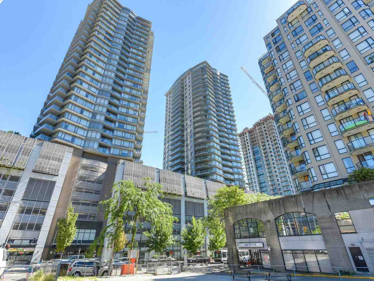 """Main Photo: 2301 898 CARNARVON Street in New Westminster: Downtown NW Condo for sale in """"AZURE 1"""" : MLS®# R2289915"""