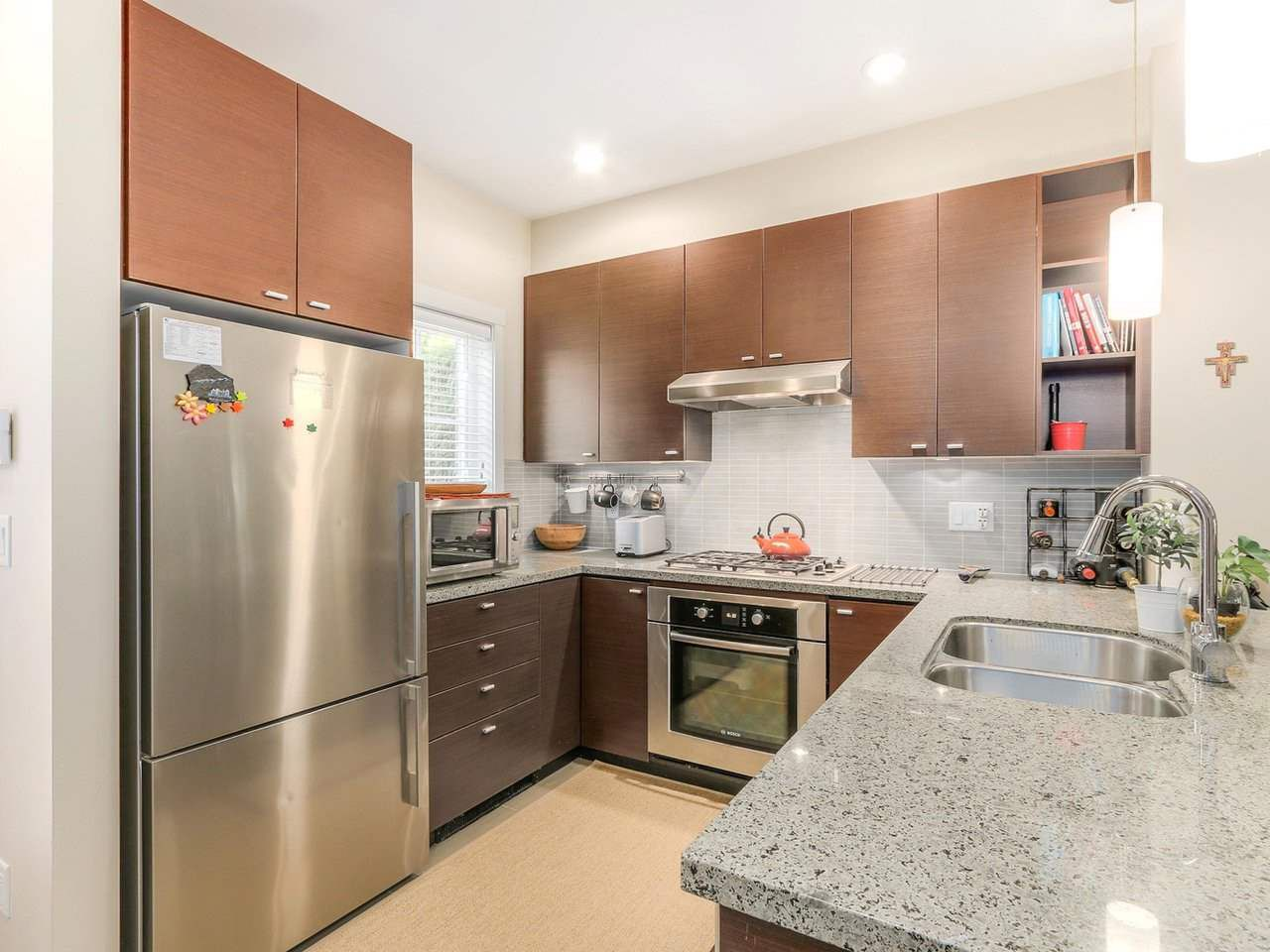 """Photo 8: Photos: 6181 OAK Street in Vancouver: South Granville Townhouse for sale in """"CARRINGTON"""" (Vancouver West)  : MLS®# R2295526"""