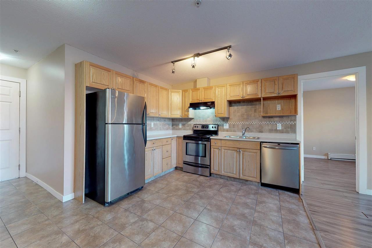 Main Photo: #120 5005 - 165 Avenue NW in Edmonton: Zone 03 Condo for sale : MLS®# E4138781