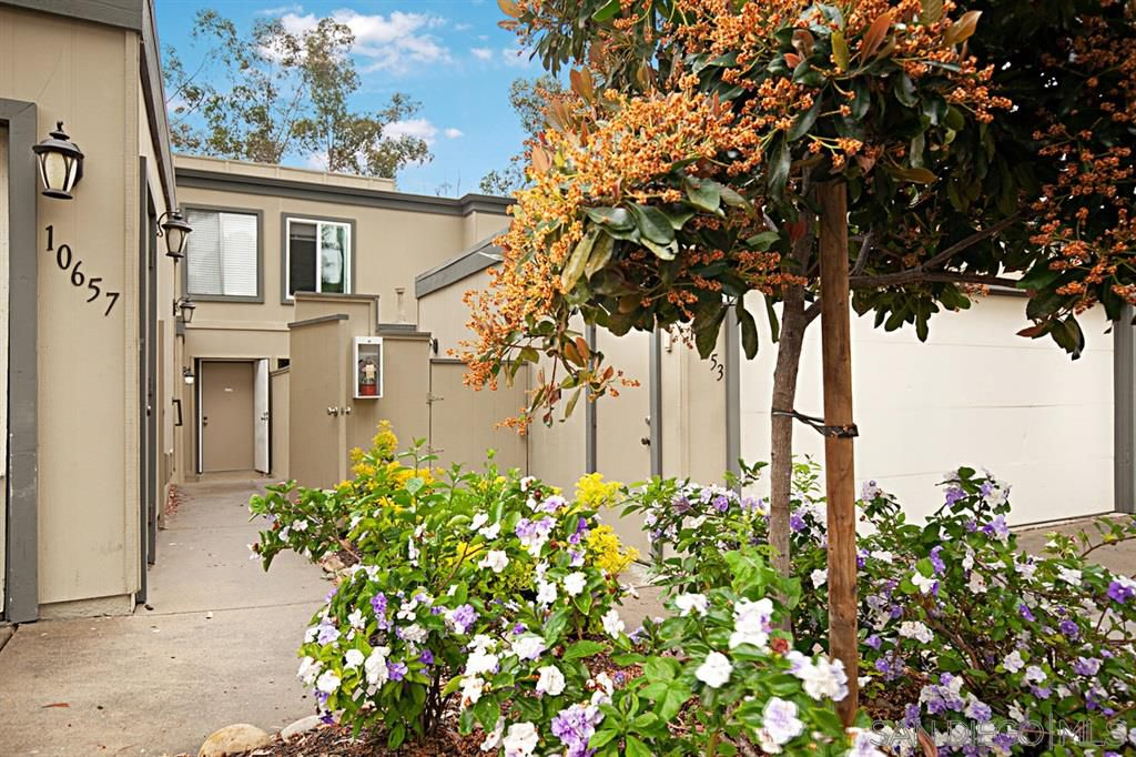 Main Photo: SCRIPPS RANCH Townhome for sale : 3 bedrooms : 10657 Caminito Memosac in San Diego