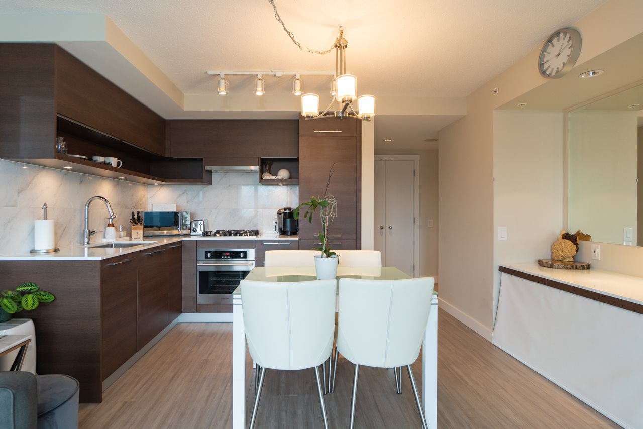 Main Photo: 2105 570 EMERSON Street in Coquitlam: Coquitlam West Condo for sale : MLS®# R2374482