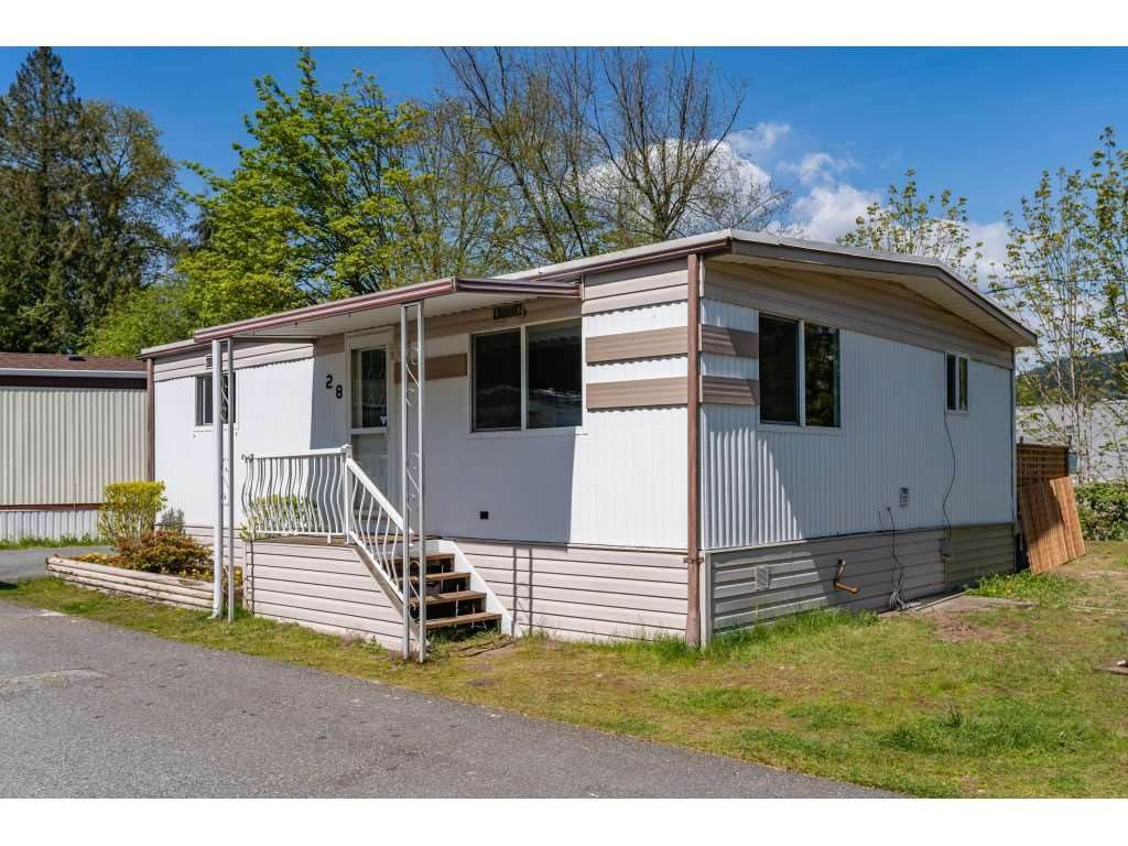 "Main Photo: 28 4200 DEWDNEY TRUNK Road in Coquitlam: Ranch Park Manufactured Home for sale in ""HIDEAWAY PARK"" : MLS®# R2387163"