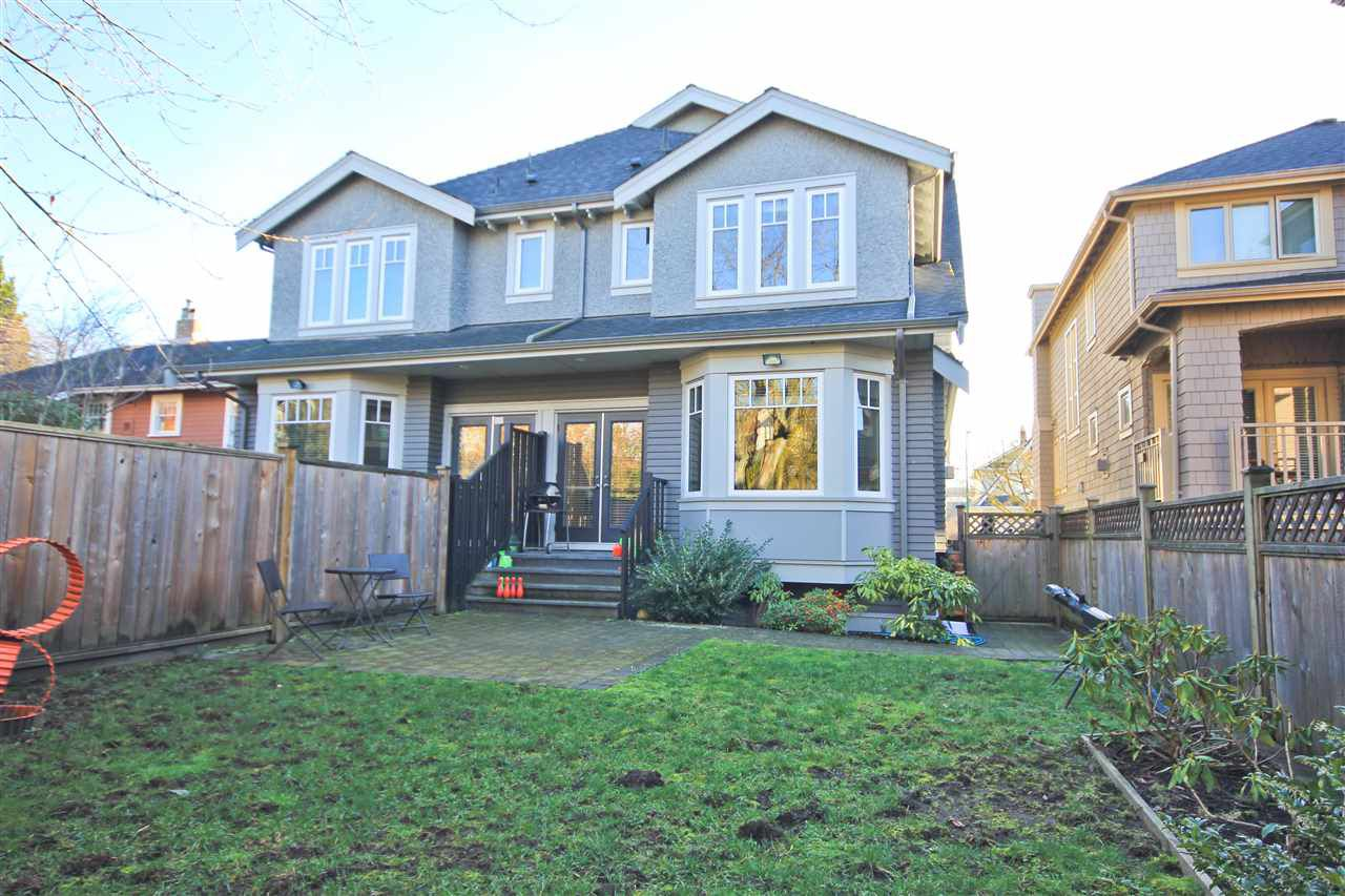 Main Photo: 2517 W 7TH Avenue in Vancouver: Kitsilano Townhouse for sale (Vancouver West)  : MLS®# R2032582