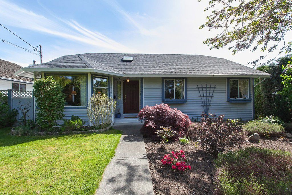 "Main Photo: 1980 140 Street in Surrey: Sunnyside Park Surrey House for sale in ""OCEAN BLUFF"" (South Surrey White Rock)  : MLS®# R2058362"