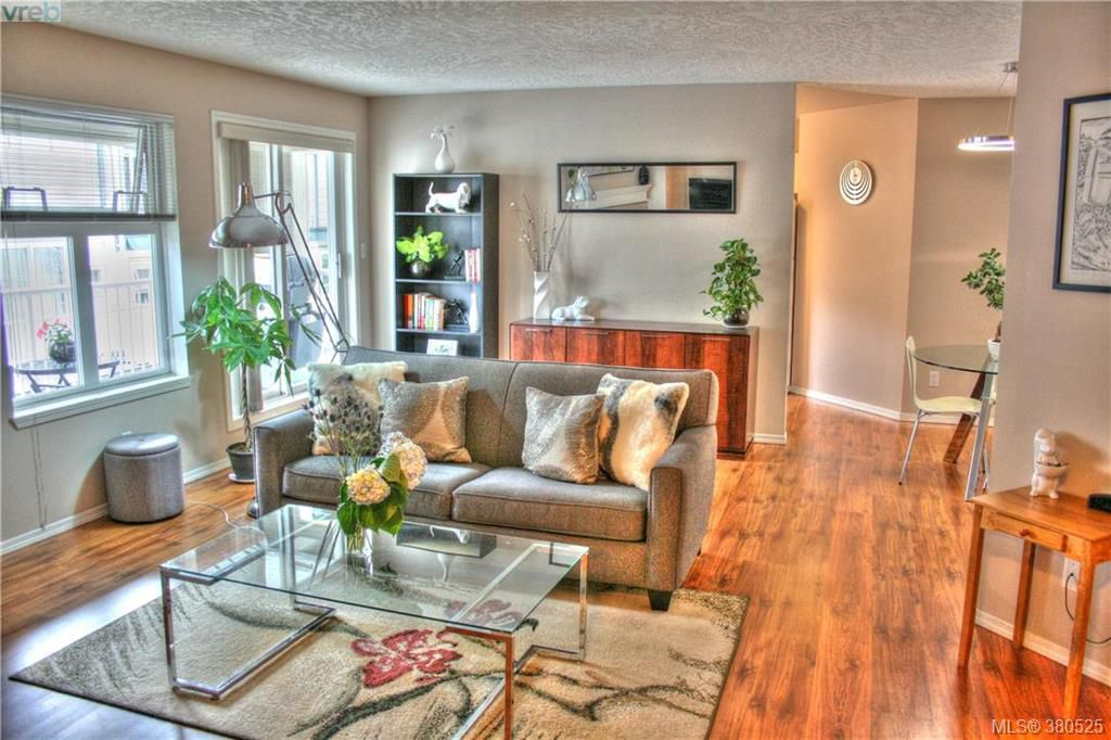 Main Photo: 209 3010 Washington Avenue in VICTORIA: Vi Burnside Condo Apartment for sale (Victoria)  : MLS®# 380525