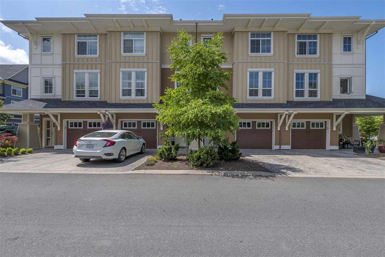 """Main Photo: 44 45290 SOOWAHLIE Crescent in Sardis: Vedder S Watson-Promontory Townhouse for sale in """"Park Gate Townhomes"""" : MLS®# R2275440"""
