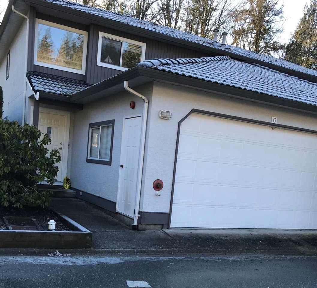 "Main Photo: 6 2401 MAMQUAM Road in Squamish: Garibaldi Highlands Townhouse for sale in ""HIGHLAND GLEN"" : MLS®# R2334683"