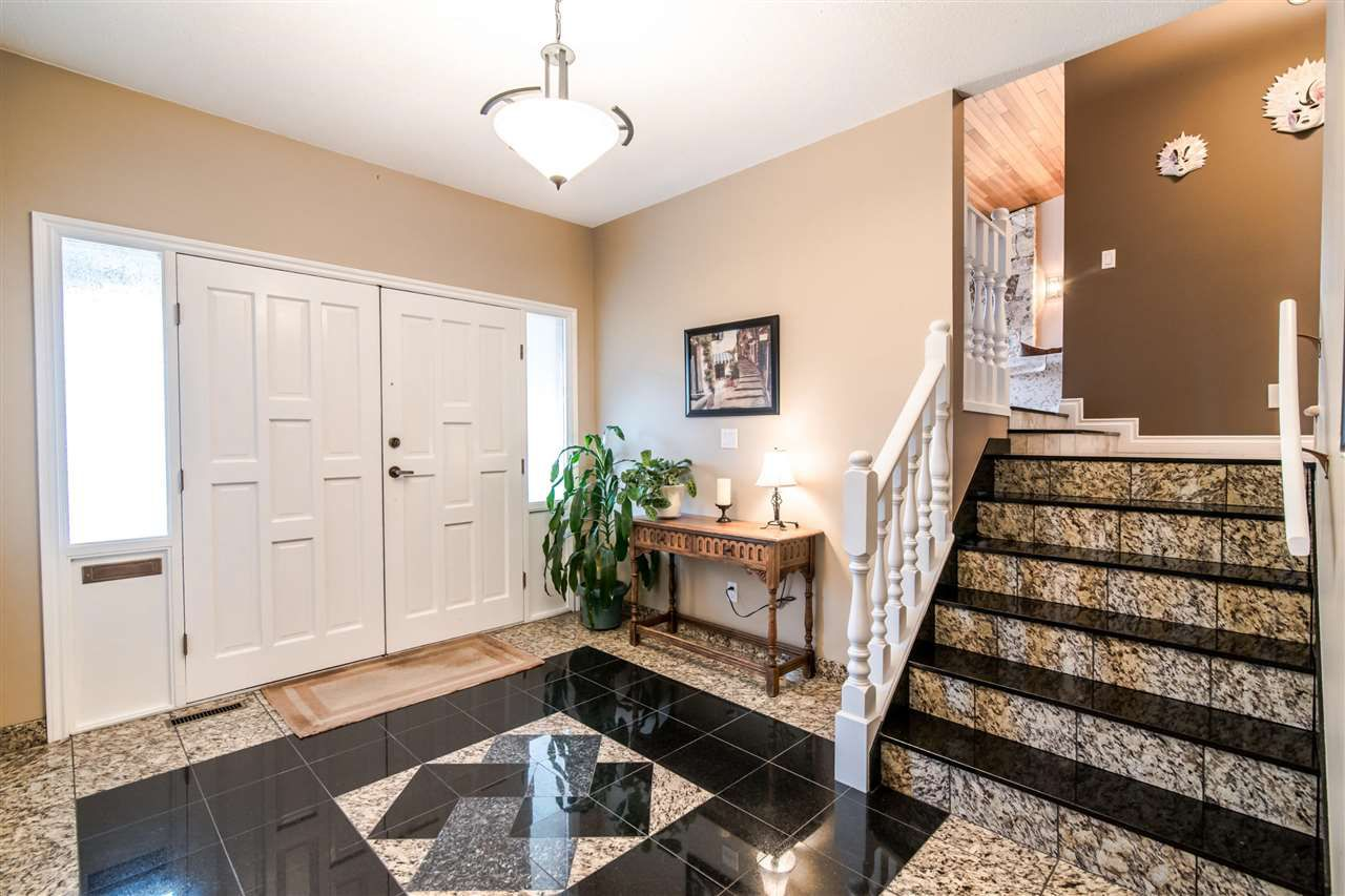 """Main Photo: 6399 PARKVIEW Place in Burnaby: Upper Deer Lake House for sale in """"UPPER DEER LAKE"""" (Burnaby South)  : MLS®# R2348530"""
