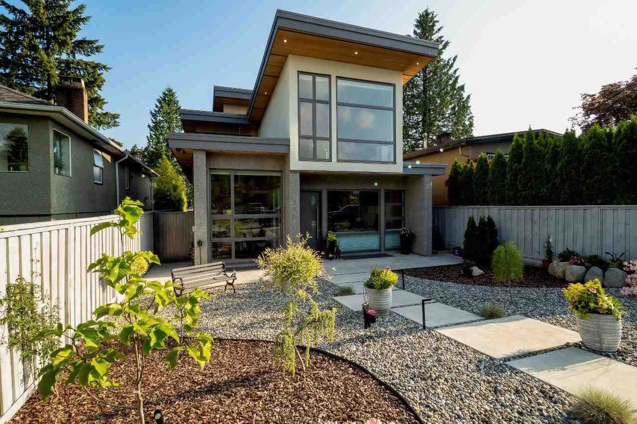 Main Photo: 315 E 20TH Street in North Vancouver: Central Lonsdale House for sale : MLS®# R2370073