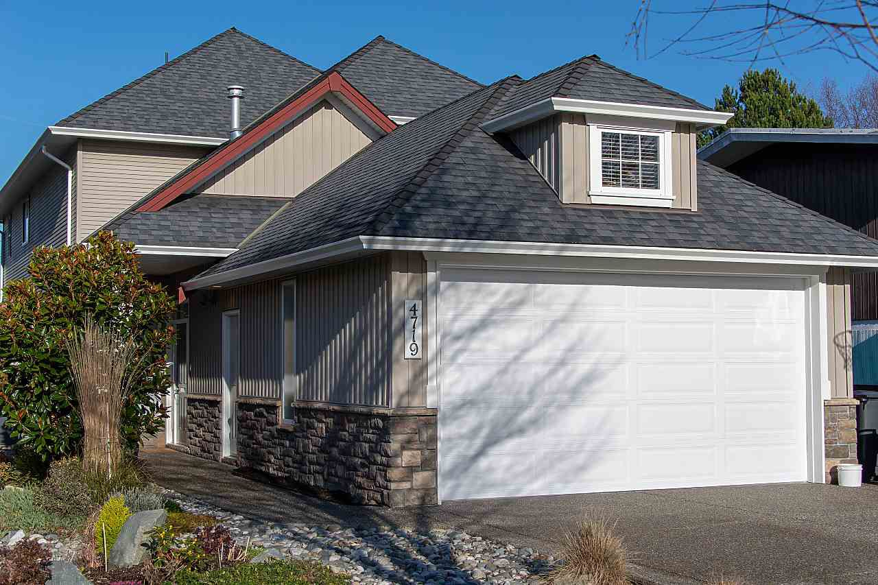 """Main Photo: 4719 DUNFELL Road in Richmond: Steveston South House for sale in """"THE DUNS"""" : MLS®# R2370346"""