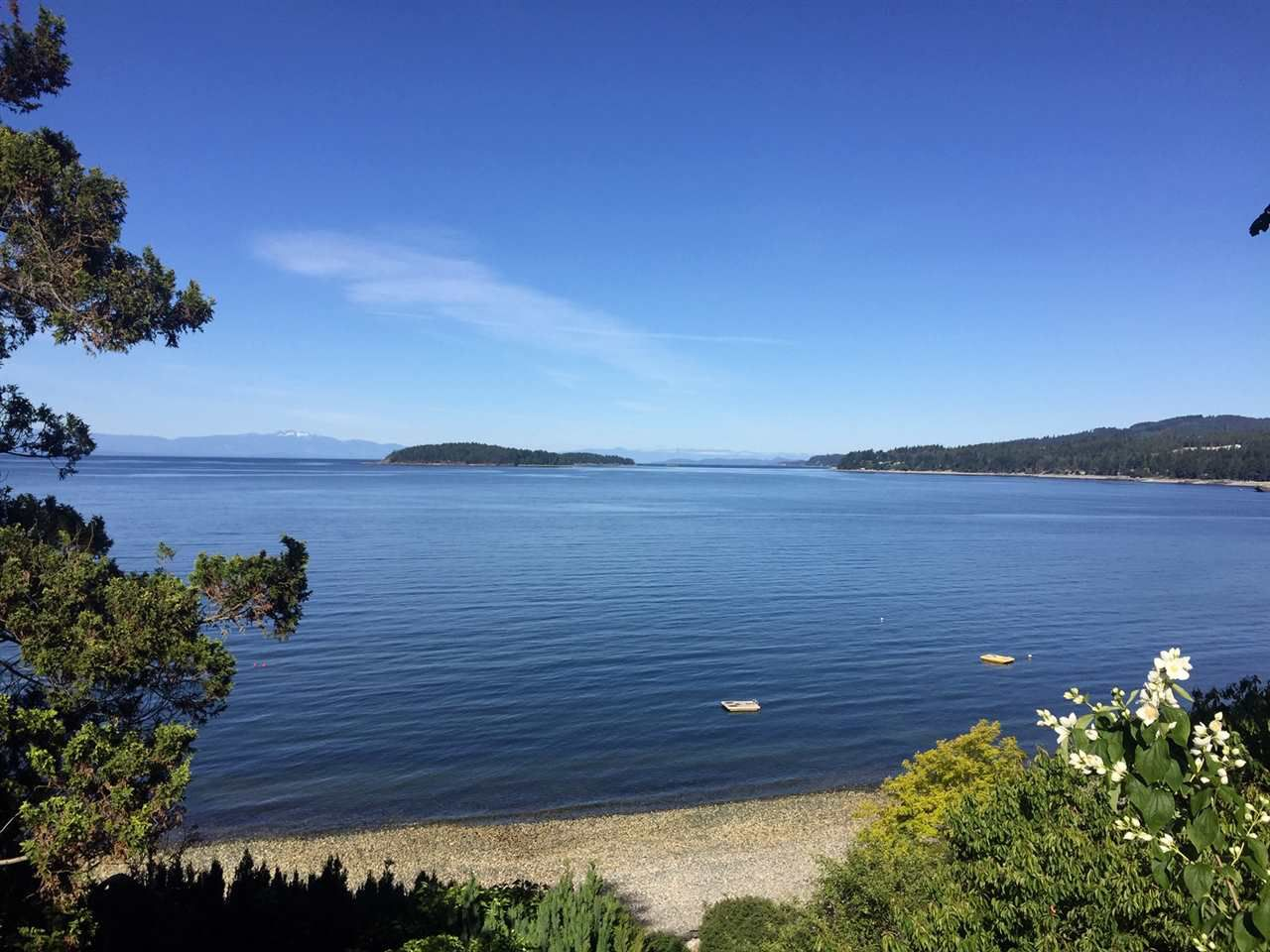 Main Photo: 5243 SUNSHINE COAST Highway in Sechelt: Sechelt District House for sale (Sunshine Coast)  : MLS®# R2379034