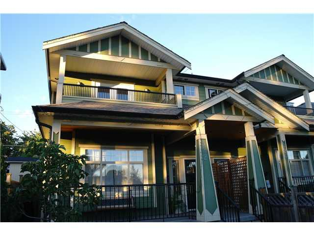 Main Photo: 322 E 4TH Street in North Vancouver: Lower Lonsdale House 1/2 Duplex for sale : MLS®# V1029955