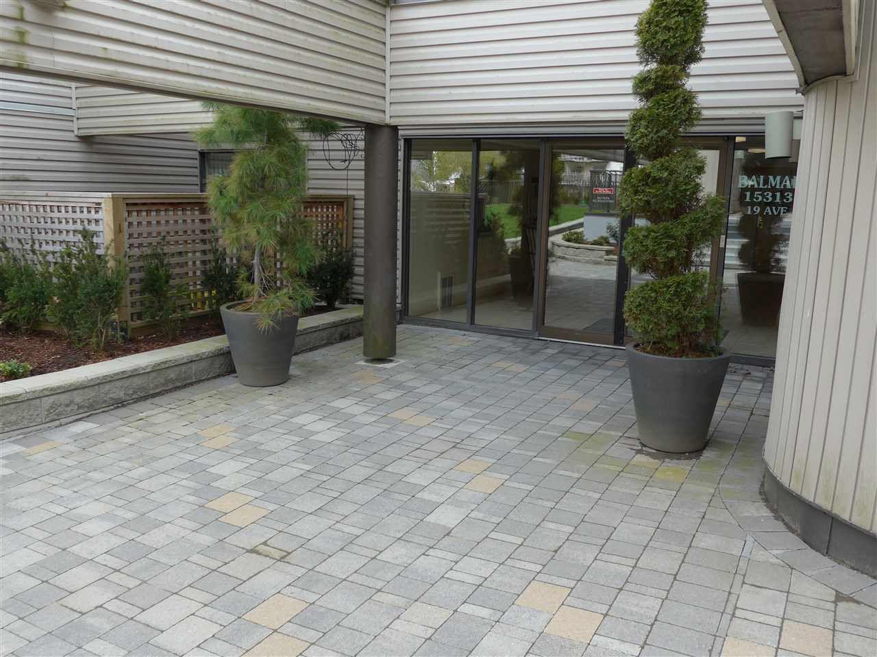 """Main Photo: 208 15313 19 Avenue in Surrey: King George Corridor Condo for sale in """"Village Terrece"""" (South Surrey White Rock)  : MLS®# R2258565"""